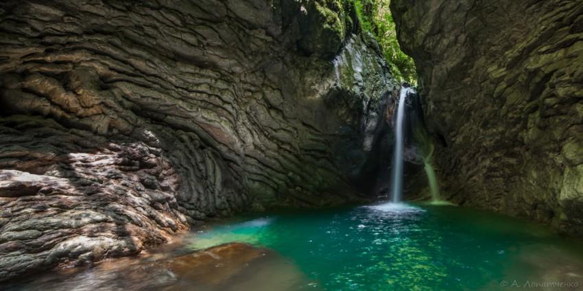 Панорама водопадов на реке Ажек