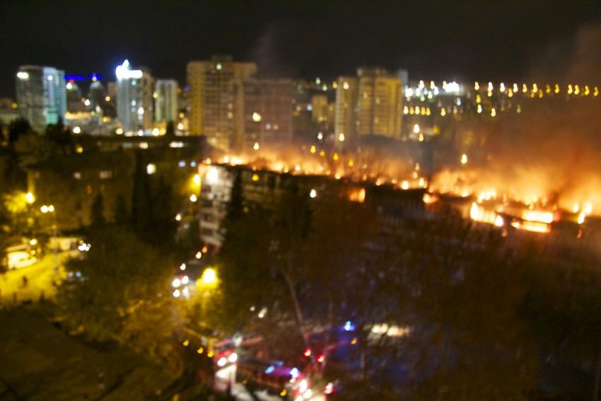 Пламя на крыше.